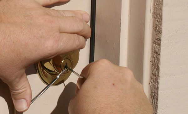 Decatur Ga House Unlock Locksmith At Work